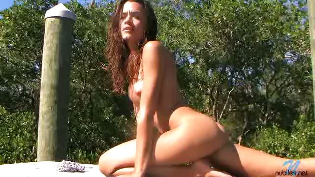 Porno Video of Babe Outside Strips And Enjoys The Sun