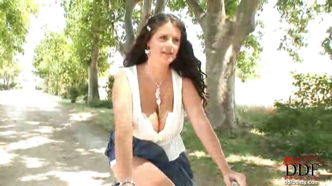 Porno Video of Busty Brunette Rebecca Jessop Rides A Bike In The Forest As She Finds A Place To Set Her Big Tits Free & Inserts A Vibrator In Her Pussy! The Smiling Young Babe Is Always Happy When She Gets Down On Some Outdoor Action, So She Cums Easily As Her Shaved