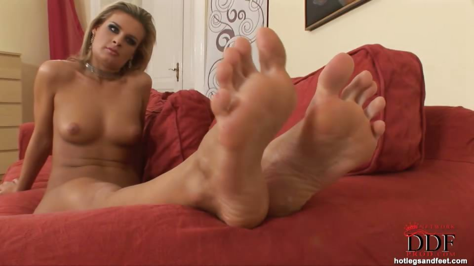 Porn Tube of Cloe Shows Us Panty-hosed Feet
