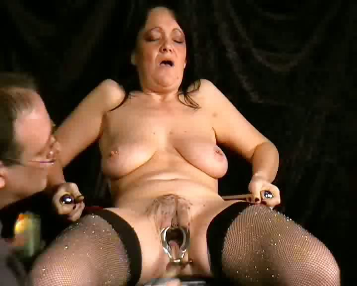 Porno Video of Speculum Pussy Pain