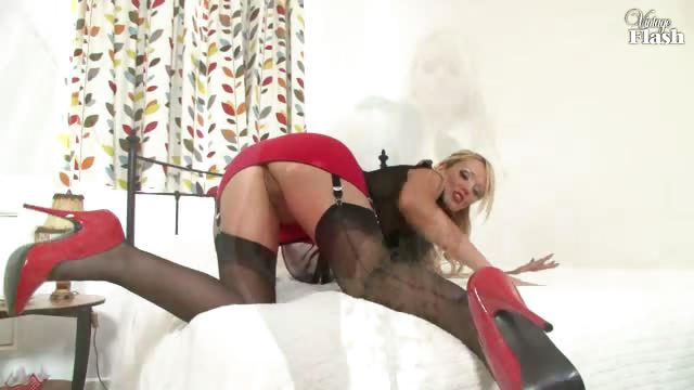 Porno Video of Lucy Zara - Dedicated Nylon Appreciation!