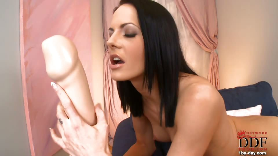 Porno Video of Some Girls Might Be Intimidated By A King Kong-sized Dildo, But Not Our Liz! She Shows The Talent And Elasticity That Have Gotten Her Invited Back For A Sixth Appearance At 1by-day.com. After Giving Us A Nice Slow Strip Out Of Her Black Dress And Lacy Bra
