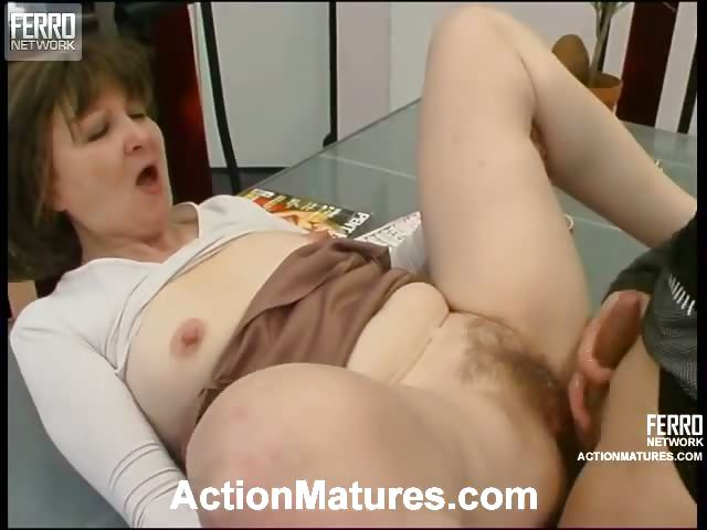 Porno Video of Sex-starving Mature Babe Greeting Her Younger Neighbor With Her Ripe Pussy