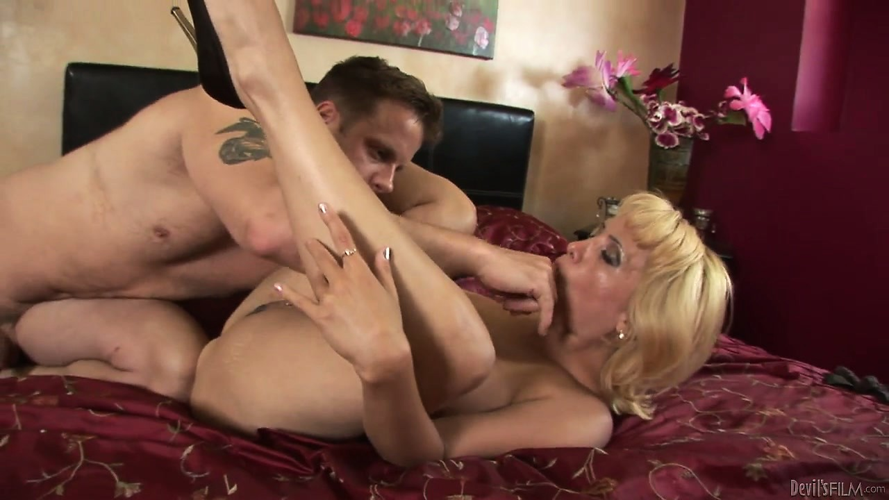 Porn Tube of Mature Blonde With Busty Chest Slide A Cock Between Her Perky Tits