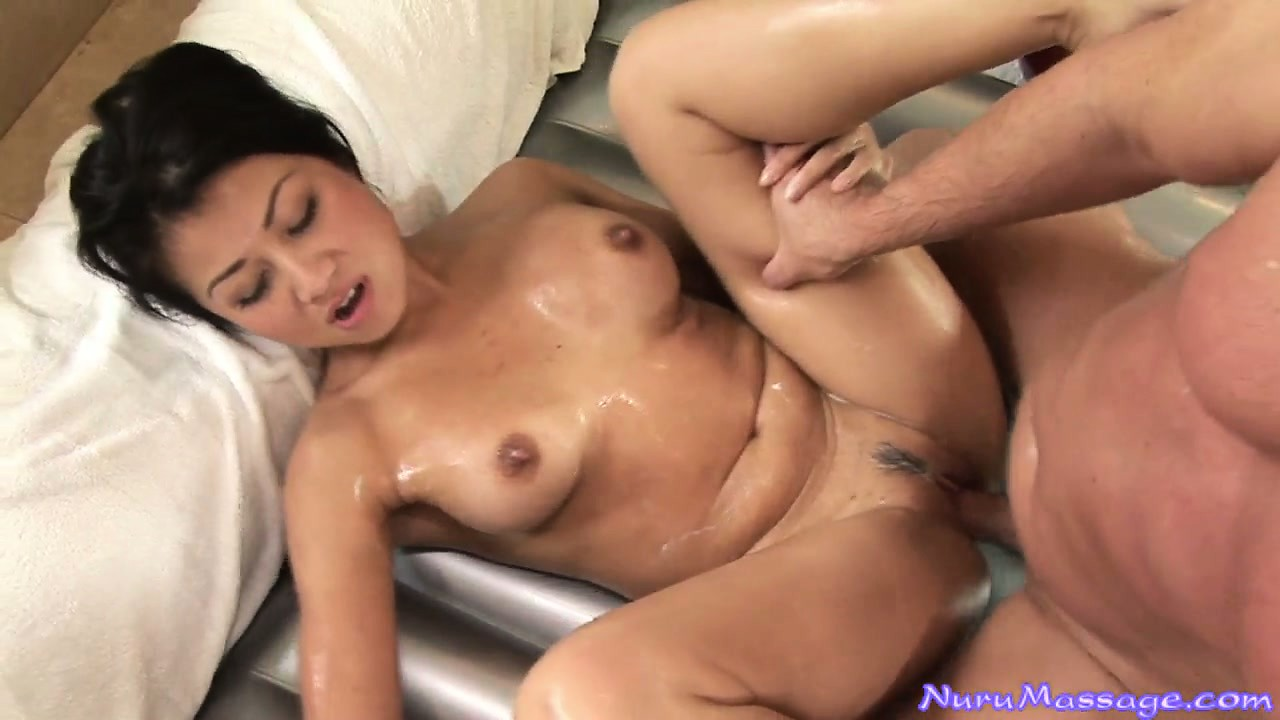 Porno Video of Her Gorgeous Oiled Up Body Quivers With Pleasure As That Cock Drills Her Juicy Peach