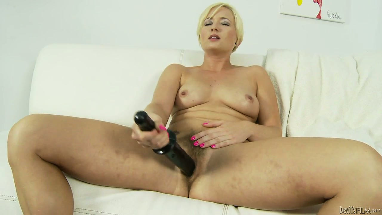 Porno Video of Stunning Blonde With Lively Tits Drills Her Hairy Peach With Huge Sex Toys
