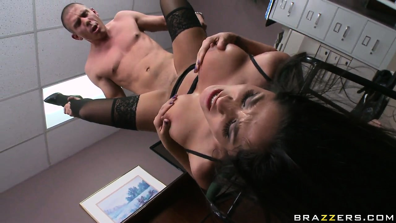 Porno Video of Jenaveve Jolie Drilled In Her Trimmed Beaver And Then Jizzed In Her Mouth