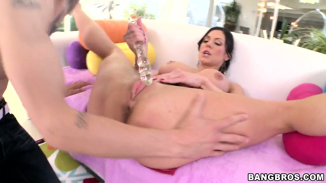 Porno Video of She Plays With Her Cunt And Then Uses A Dildo Before Munching Dick
