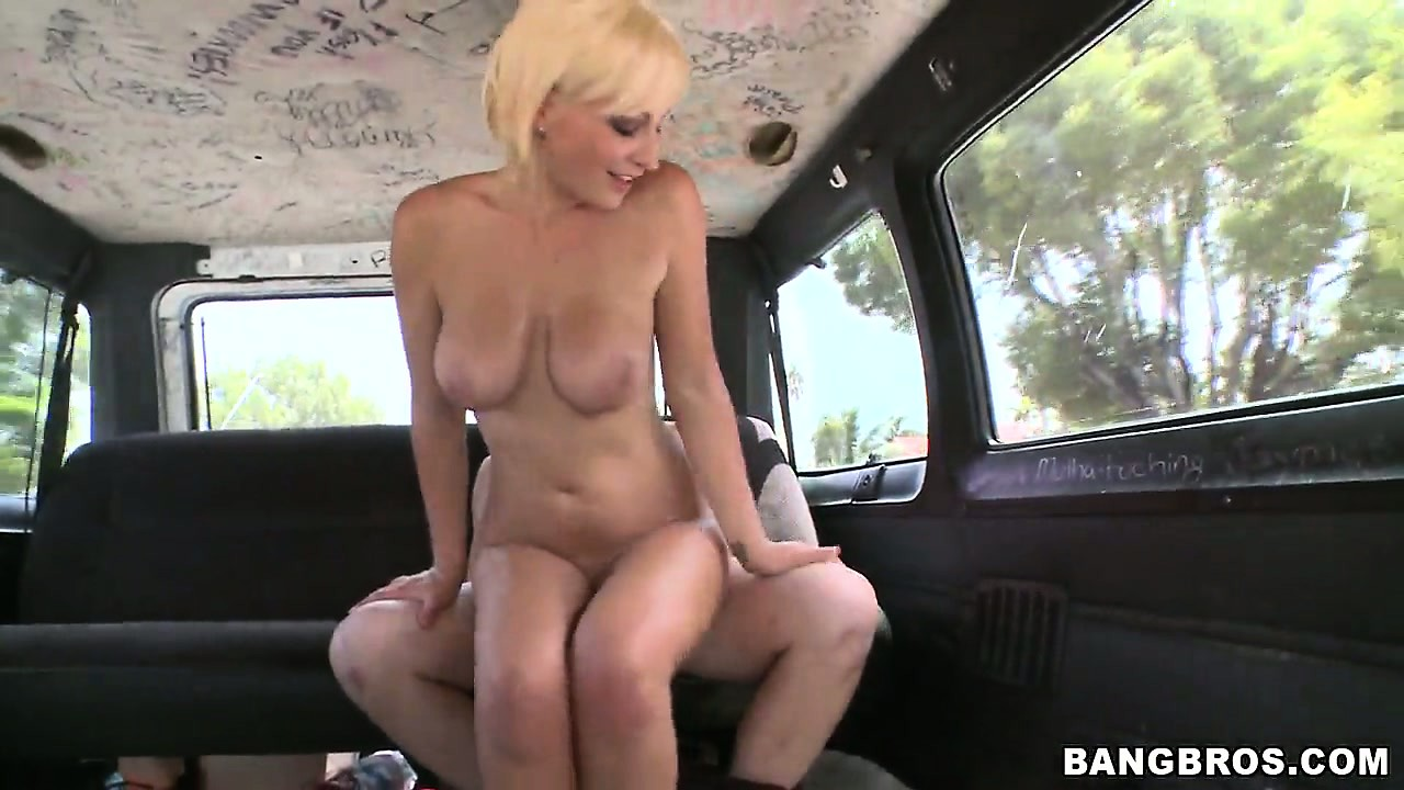 Porno Video of Blonde's All Smiles As She Gets Fondled And Teased In The Backseat