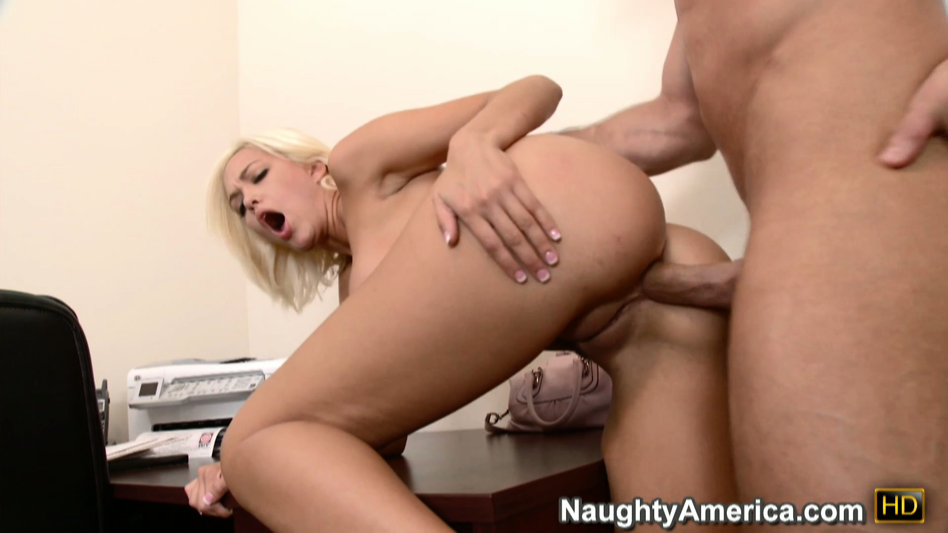 Porno Video of Fair-haired Babe Jenny Hendrix Looses Her Anal Virginity Tonight