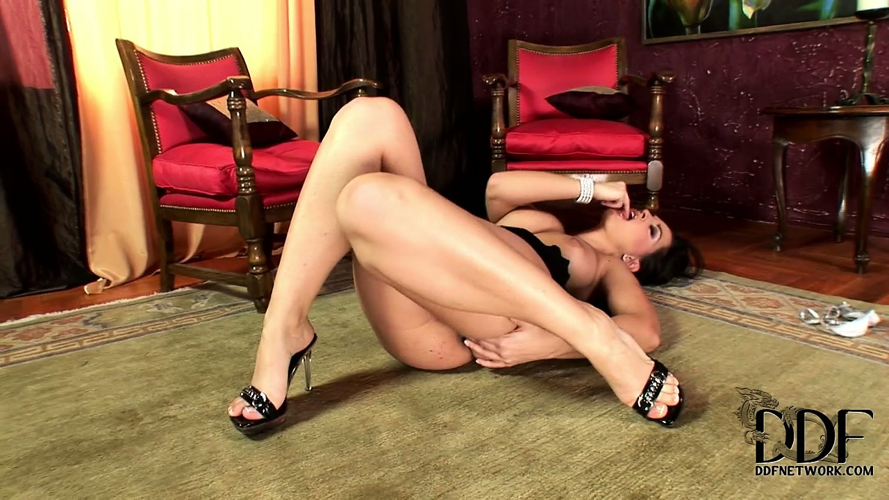 Porno Video of The High Class Hooker Takes The Night Off And Uses Her Perfect Body For Herself