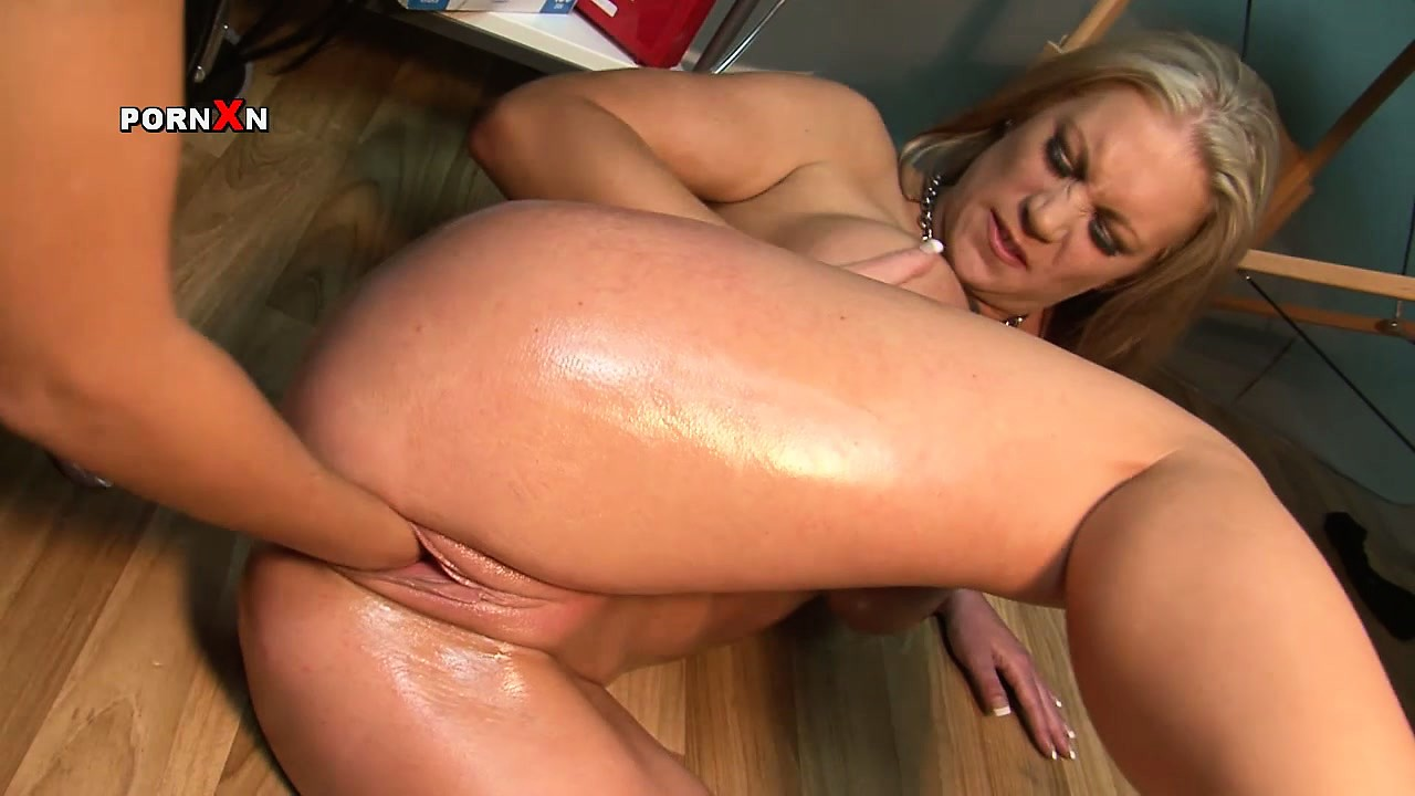 Porn Tube of Jess West Tells Ashleigh Embers We Are Gonna My Whole Arm In There