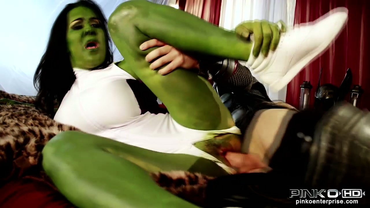Porno Video of Green-skinned Hulk Babe Gets Her Snatch Stretched By Thor Himself