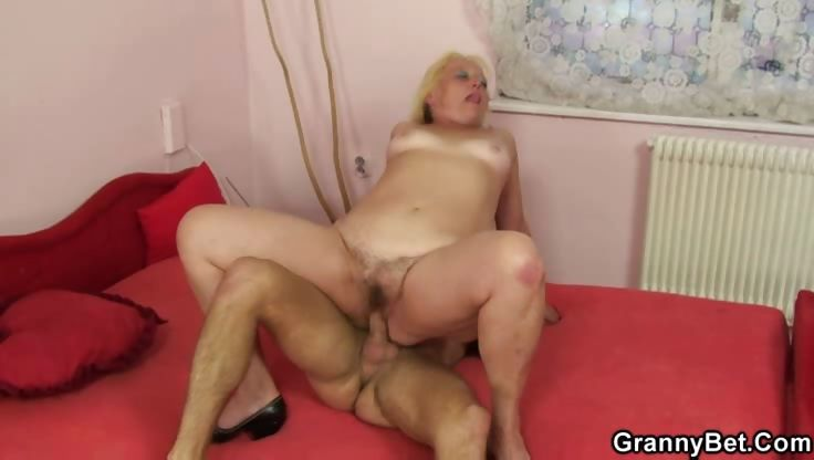 Porno Video of Granny Blonde Banged Big Young Dick