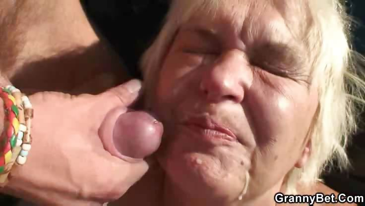 Sex Movie of Nailing A Dirty Granny Whore Outdoors