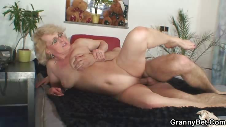 Porno Video of Young Man Makes Love To Granny Babe