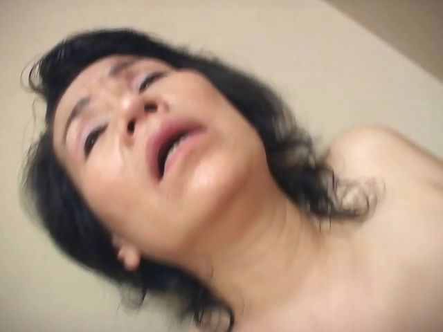 Porno Video of She's A Mature Asian Woman Who Loves To Rub Her Wet Snatch
