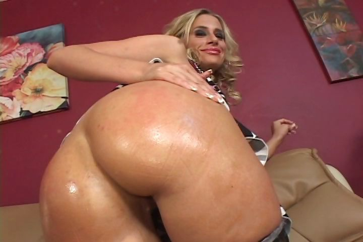 Porno Video of Mommy's Ass Shines With Oil And Is Ready To Jiggle During A Hardcore Sex Attack